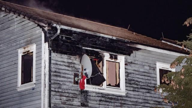 Fußballer retten Mann aus brennender Unterkunft