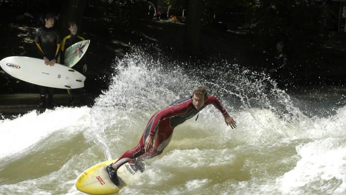 Eisbach-Surfer am Englischen Garten, 2004