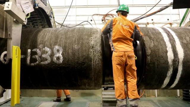 """Die Pipeline für das Gas-Projekt """"Nord Stream 2"""" wird an Bord der """"Audacia"""" verschweißt"""
