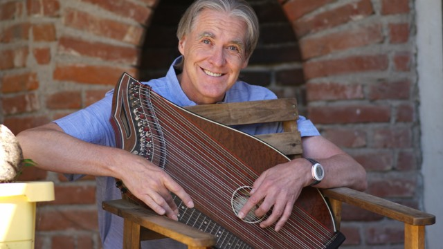 Erding Peter Hackel und seine Zither-Moves