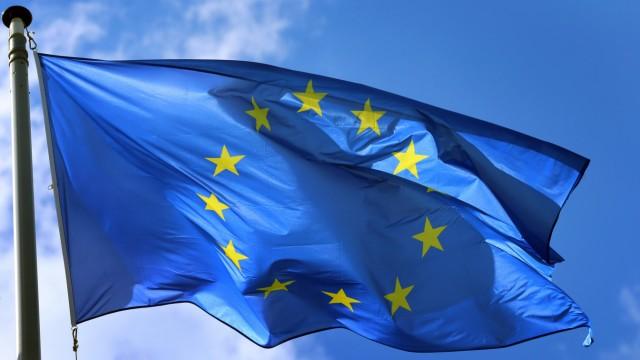 EU - Europa-Fahne weht vor dem Europäischen Parlament