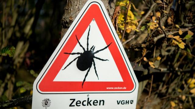 Zecken-Warnschild in Niedersachsen