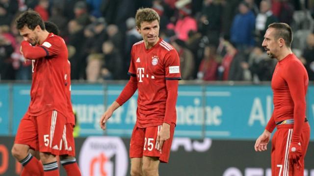 Spieler des FC Bayern München nach dem Spiel gegen den FC Augsburg