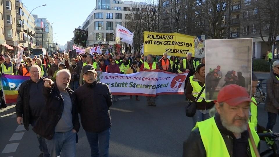 """""""Bunte Westen"""" demonstrieren in der Hauptstadt"""