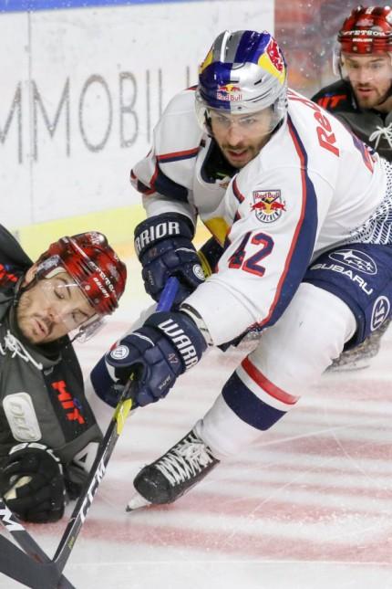 Koelner Haie EHC Red Bull Muenchen Koelns Simon Despres Nr 47 im Zweikampf mit Muenchens Yasin E; Eishockey