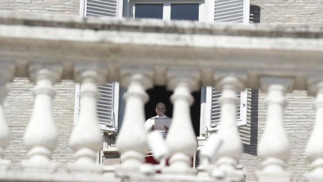 Papst Franziskus beim Angelus-Gebet