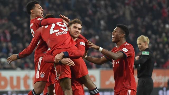 FC Bayern München - FCB-Spieler feiern gegen den FC Augsburg