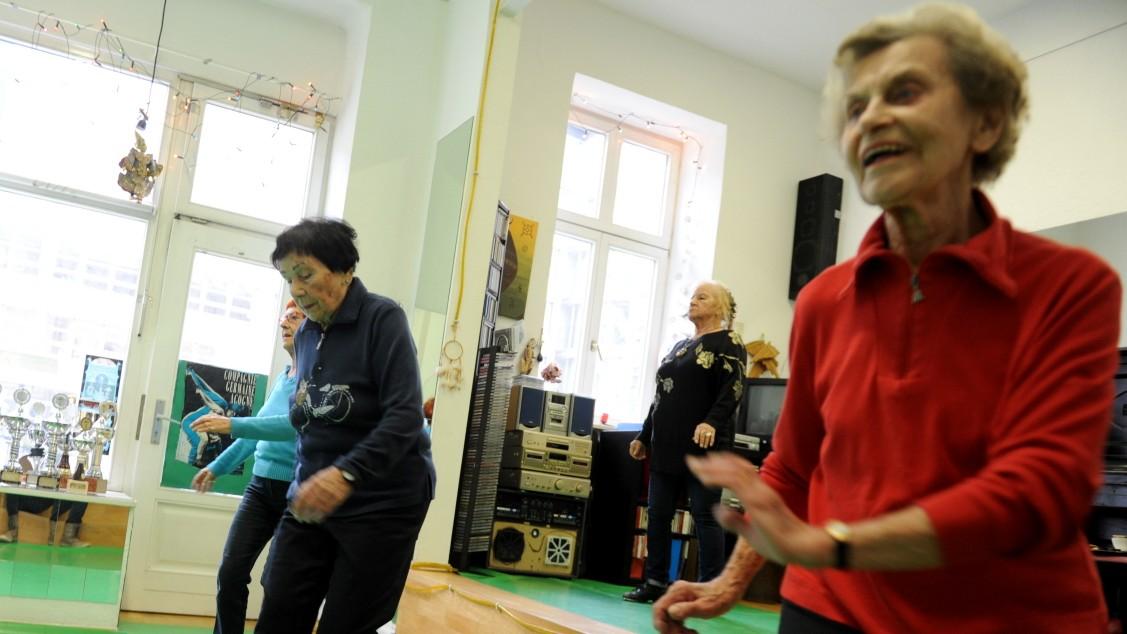 Bewegung-im-Alter-Nur-kein-Theater