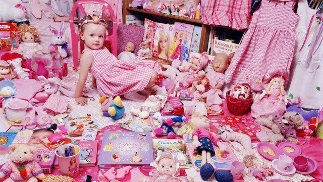10_The Pink Project - Emily and Her Pink Things, NY, USA 2005 © JeongMee Yoon