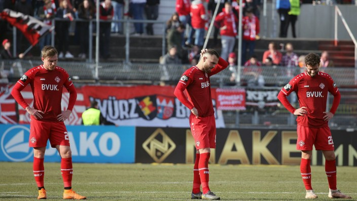 v li Patrick Breitkreuz FC Würzburger Kickers Orhan Ademi FC Würzburger Kickers Daniel Hägel