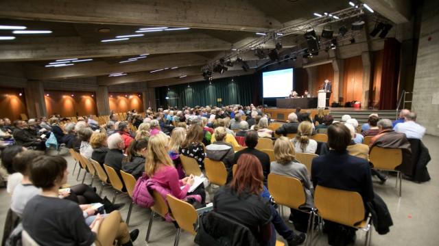 Einwohnerversammlung Quiddestraße wegen der geplanten Bebauung des Siemensparkplatzes nördlich des Otto-Hahn-Rings