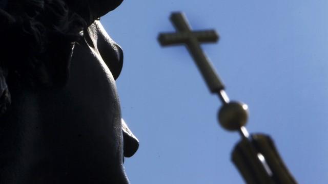 Arbeiten für ganz oben: Was Angestellte der Kirche wissen müssen