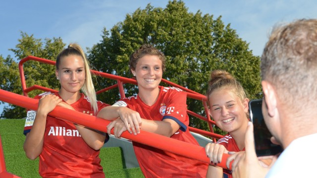 Anja Pfluger - Fußball - FC Bayern München Frauen II