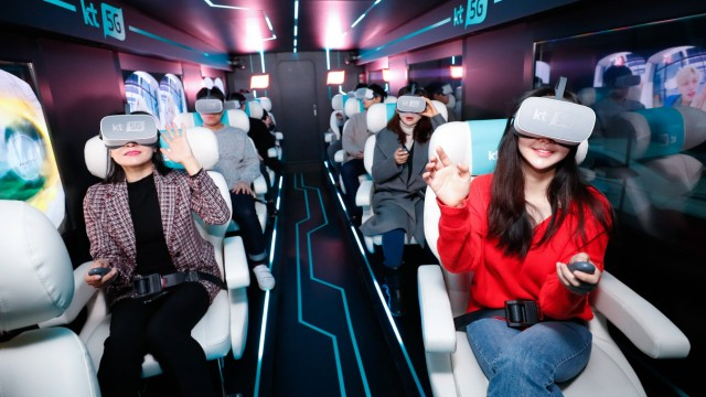 190116 SEOUL Jan 16 2019 Xinhua People wear VR devices for an audio visual experience