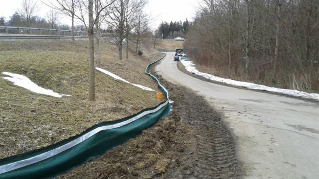 Zur neuen Ortsumfahrung Weßling gehört jetzt eine rund zwei km lange Amphibienschutzanlage.