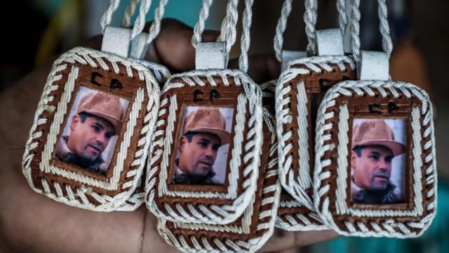 Plaketten mit dem Bildnis des Drogenbosses El Chapo
