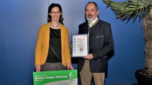Stellvertretender Landrat Robert Scholz und Tourismusreferentin Martina Mayer