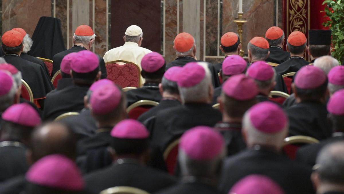 Franziskus wollte die Kommunikation des Vatikan modernisieren. Sein Vorhaben droht an der alten, klerikalen Abgehobenheit zu scheitern. (Quelle: süddeutsche.de)