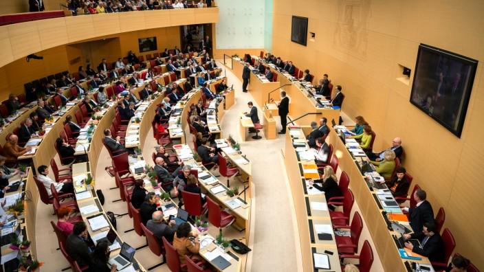 CSU und Freie Wähler haben im Landtag zwar die absolute Mehrheit. Das reicht nicht, um die Verfassung zu ändern.