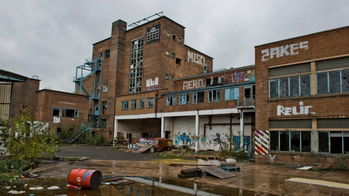 Founded in 1868 by William Stones, The Cannon Brewery of Neepsend, Sheffield, South Yorkshire was taken over by Bass one hundred years after it started. In 1999 Bass closed the site due to concerns of falling sales with a loss of 57 jobs. Stone?s Bitter w