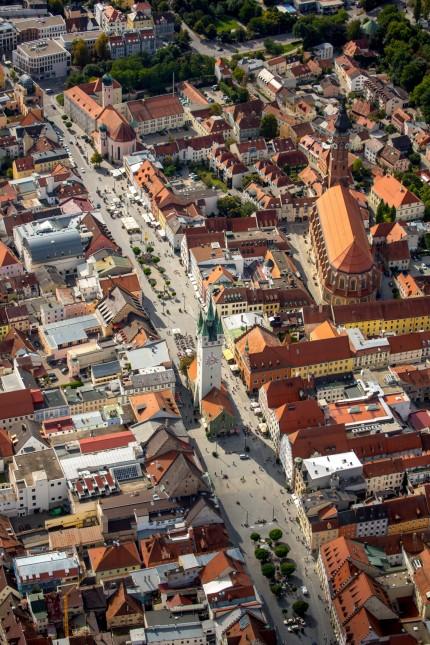 Stadtturm am Theresienplatz Straubing Ostbayern Bayern Deutschland Europa ACHTUNGxMINDESTHONOR