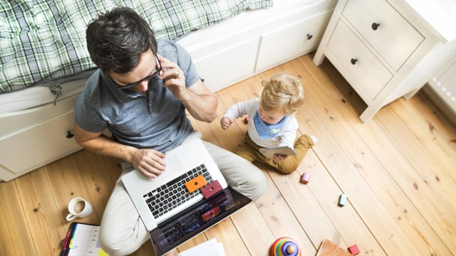 Father with his little son working from home model released Symbolfoto property released PUBLICATION