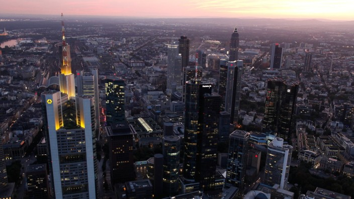 European Banks Face Climate Of Growing Unease