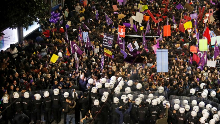 March marking International Women's Day in Istanbul
