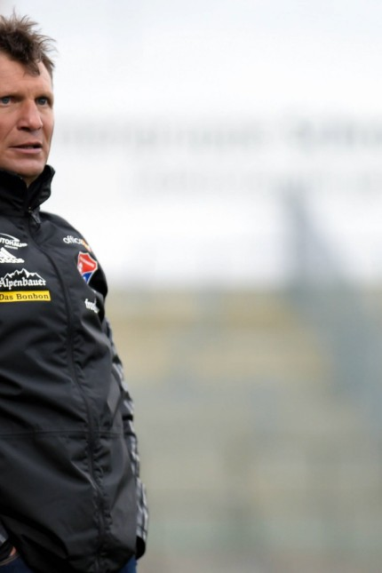 Trainer Claus Schromm Unterhaching Einzelbild Aktion Action Fussball 3 Liga SpVgg Unterhach