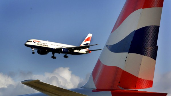 Landendes Flugzeug der British Airways