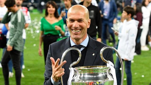 Real Madrid - Zinédine Zidane mit dem Champions-League-Pokal 2018 in Kiew