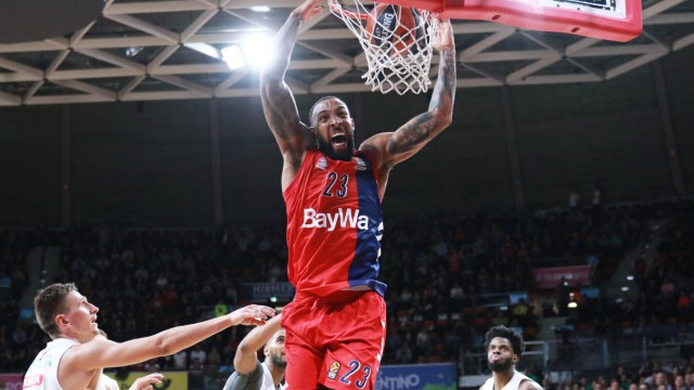 Derrick Williams FC Bayern trifft per Dunk Basketball Euroleague FC Bayern Basketball Zalg