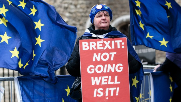 *** BESTPIX *** Leave And Remain Demonstrators Protest Ahead Of No Deal Vote