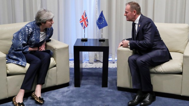 Theresa  May und Donald Tusk 2019 in Ägypten