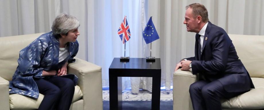 Theresa  May und Donald Tusk 2019 in Ägypten