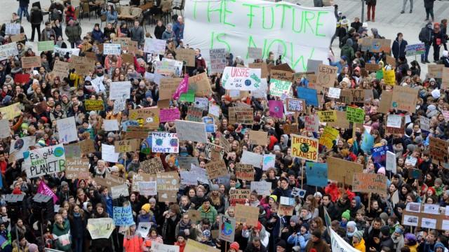 Fridays for Future - Schülerdemonstration für den Klimaschutz auf dem Marienplatz in München, 2019