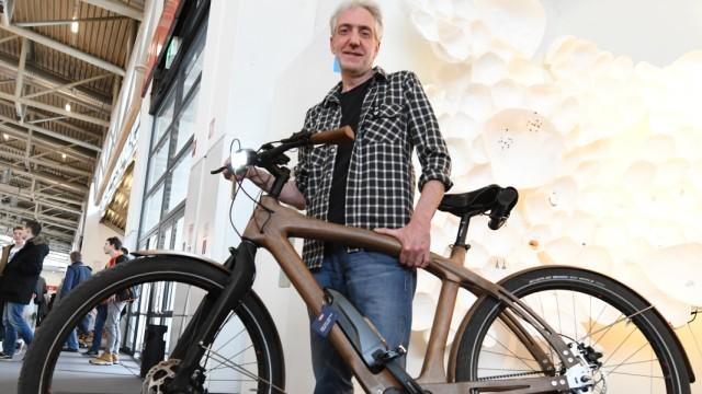E-Bikes aus entwurzelten Bäumen