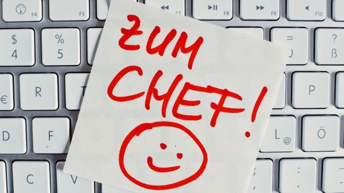 Notiz auf Computer Tastatur Zum Chef BLWX022420 Copyright xblickwinkel McPhotox ErwinxWodickax
