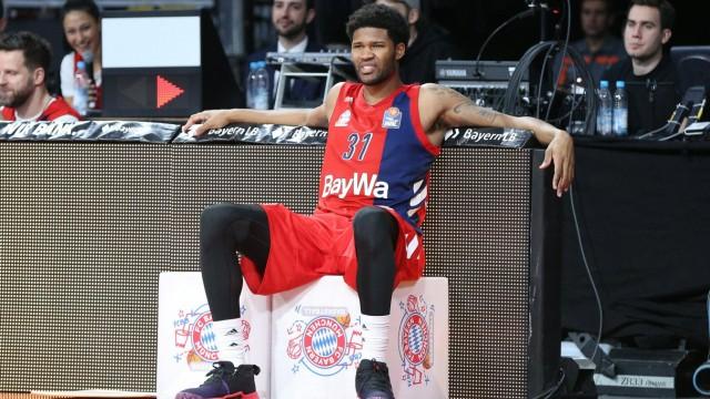 Devin Booker 31 FC Bayern Basketball wartet auf seine Einwechslung FC Bayern Basketball vs Mitte