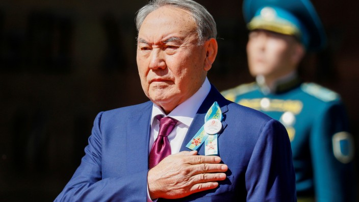 FILE PHOTO: Kazakhstan's President Nursultan Nazarbayev listens to the national anthem on the Victory Day commemorations in Almaty