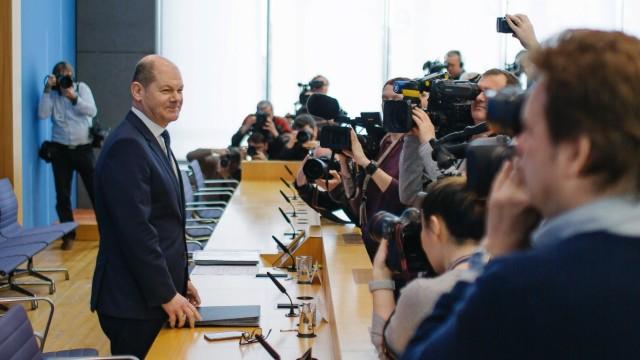 Bundesfinanzminister Olaf Scholz SPD aufgenommen nach einer Bundespressekonferenz mit dem Thema H