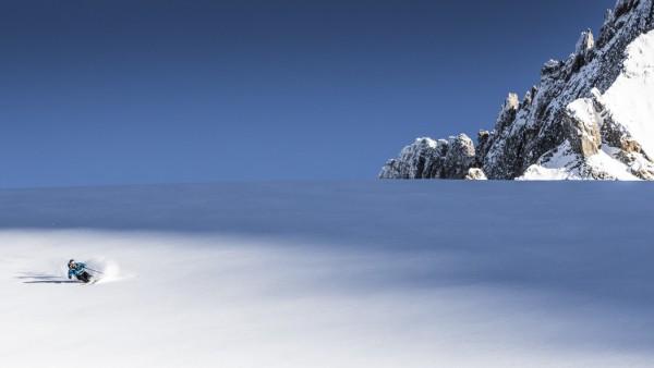 Skifahrer im Skigebiet von La Grave in Frankreich