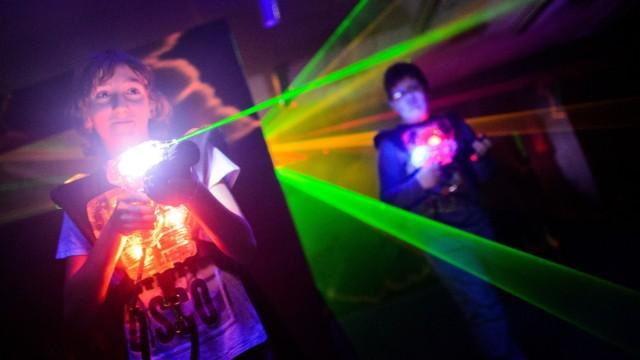 Verhandlung über Lasertag für Kinder unter 14 Jahren