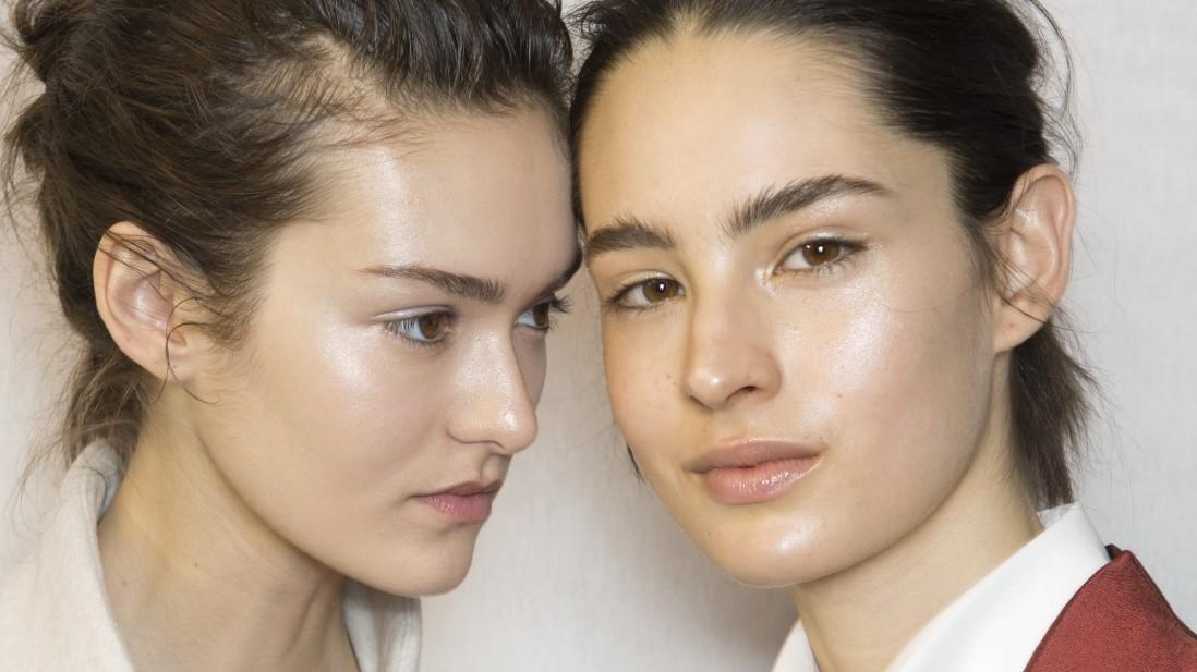 Entsafter und Sellerie für die Sehnsucht nach makelloser Haut