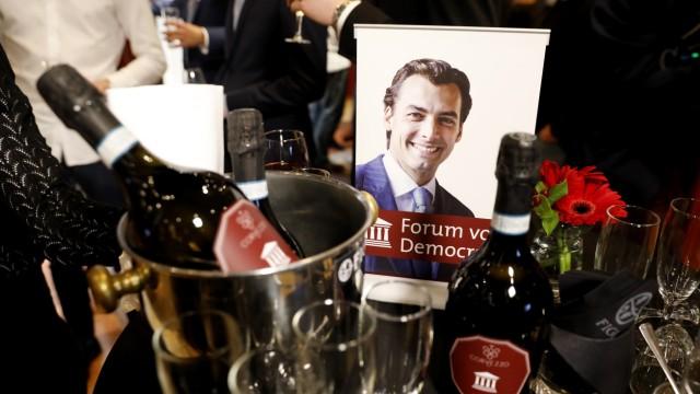 Wahlen in den Niederlanden - Foto von Thierry Baudet bei der Wahlparty der FvD