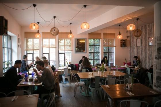 Cafe Im Gartnerplatzviertel Im Emmi S Kitchen Sitzen Die