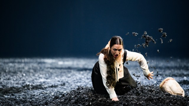 Theaterakademie August Everding / L'Ancêtre / Céline Akçag (Vanina)  © Jean-Marc Turmes