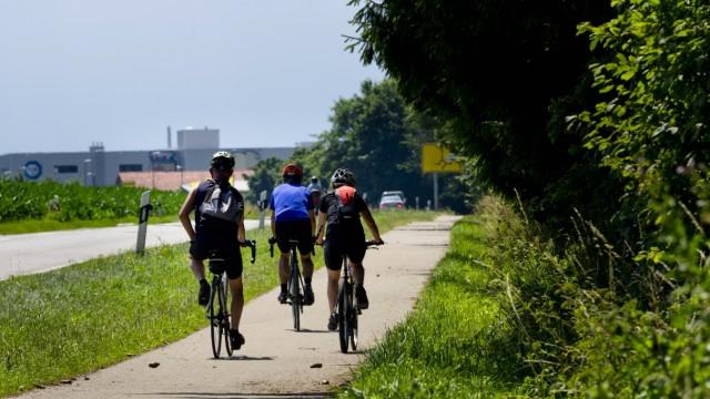 Rennradler auf öffentlichen straßen