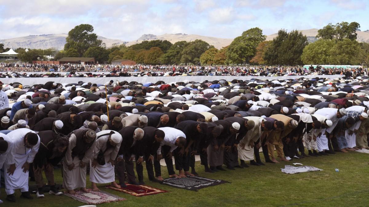 Trauer-in-Neuseeland-Neuseel-nder-gedenken-der-Opfer-von-Christchurch