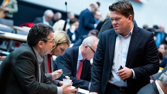 Florian Post (re.) gehört zu den Unterstützern des ehemaligen Außenministers Sigmar Gabriel (li.). In der Berliner SPD-Fraktion eckt der Münchner nicht nur deshalb an.